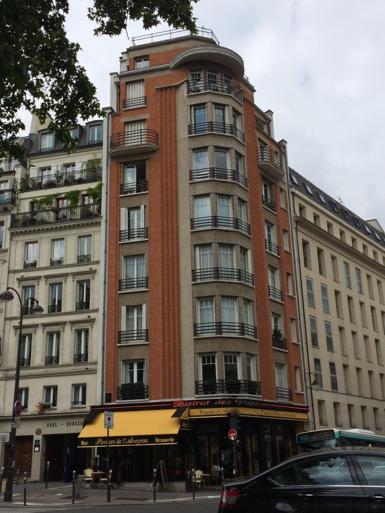 Art Deco corner building in Paris